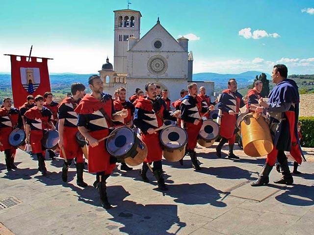 Assisi's Calendimaggio: Living La Passione 1 – 17