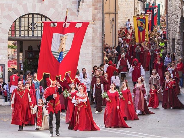 Assisi's Calendimaggio: Living La Passione 1 – 25