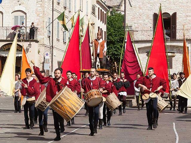 Assisi's Calendimaggio: Living La Passione 1 – 16