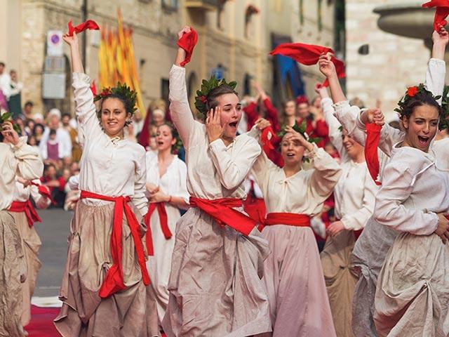 Assisi's Calendimaggio: Living La Passione 1 – 01