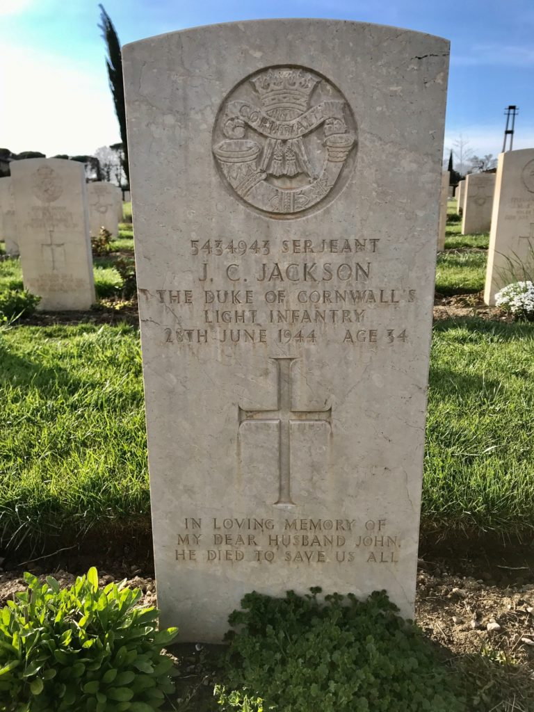 Assisi's War Cemetery tomb